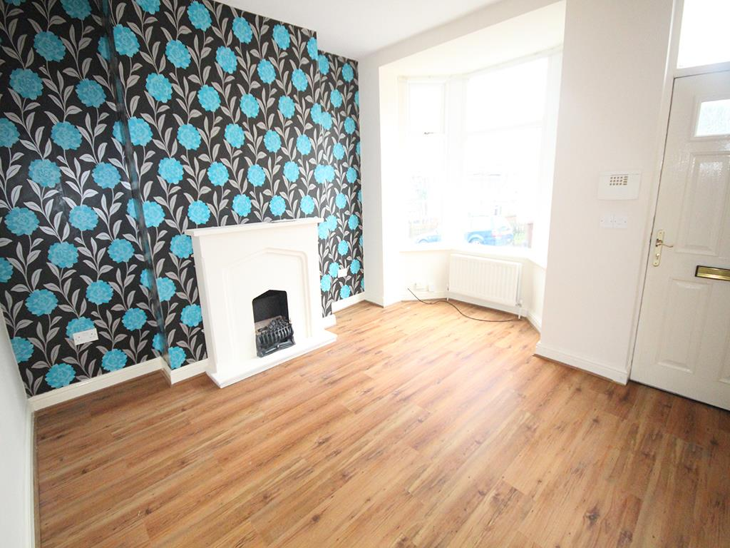 2 bedroom mid terrace house To Let in Colne - Property photograph
